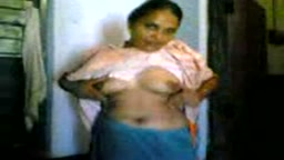 Kaamwali Exposing Boobs to Lover