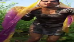 Girl Goes nude in Sarson Ke khet Mein
