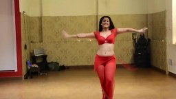 Girl dances on Mere Rashke Qamar Hindi Song