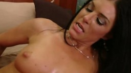 Dark haired Desi Look Alike milf gets her cun thole licked